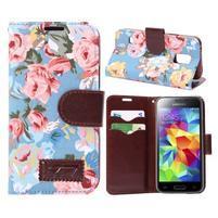 Kvetinové puzdro pre mobil Samsung Galaxy S5 mini - modré pozadie