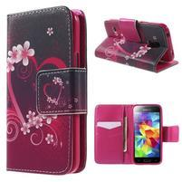 Zapínací peňaženkové puzdro pre Samsung Galaxy S5 mini - kvetinové srdca