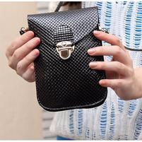 Texture PU kožená taštička s popruhom na mobil do rozmerov 160 x 78 x 8 mm - čierna