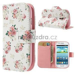 Peňaženkové puzdro na Samsung Galaxy S3 mini - kvety - 1