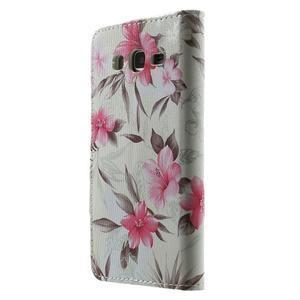 Kvetinové koženkové puzdro na Samsung Galaxy Grand Prime - biele pozadie - 2