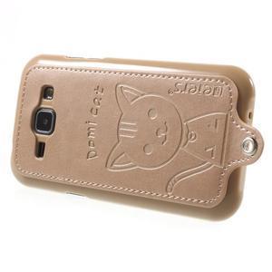 Obal s koženkovým chrbtom a mačičkou Domi pre Samsung Galaxy J1 -  zlatý - 3