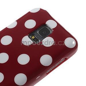 Červený puntíkatý gélový obal pre Samsung Galaxy S5 mini - 3