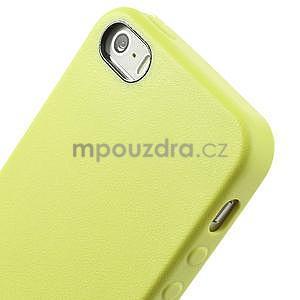 Gélový obal s textúrou na iPhone 5 a 5s - žltozelený - 4