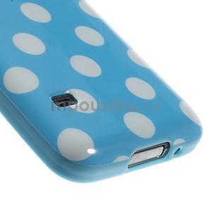 Svetlo modrý puntíkatý gélový obal pre Samsung Galaxy S5 mini - 4