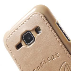Obal s koženkovým chrbtom a mačičkou Domi pre Samsung Galaxy J1 -  zlatý - 5