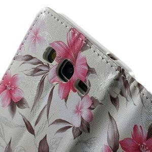 Kvetinové koženkové puzdro na Samsung Galaxy Grand Prime - biele pozadie - 7